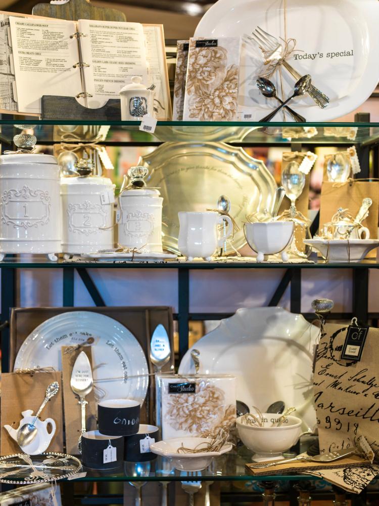 The Golden Lamb Gift Shop Hours